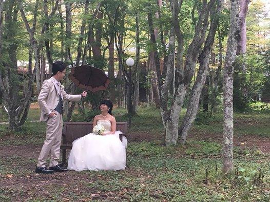 画像に含まれている可能性があるもの:2人、木、結婚式、子供、植物、屋外、自然