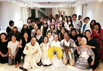 画像に含まれている可能性があるもの:34人、、スマイル、立ってる(複数の人)、結婚式、室内