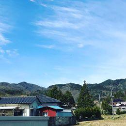 画像に含まれている可能性があるもの:空、雲、家、山、木、屋外、自然