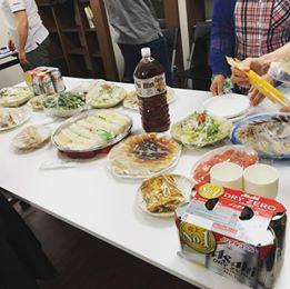 画像に含まれている可能性があるもの:座ってる(複数の人)、食べ物