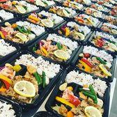 画像に含まれている可能性があるもの:寿司、テーブル、食べ物