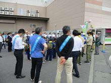 画像に含まれている可能性があるもの:1人以上、立ってる(複数の人)、群衆、屋外