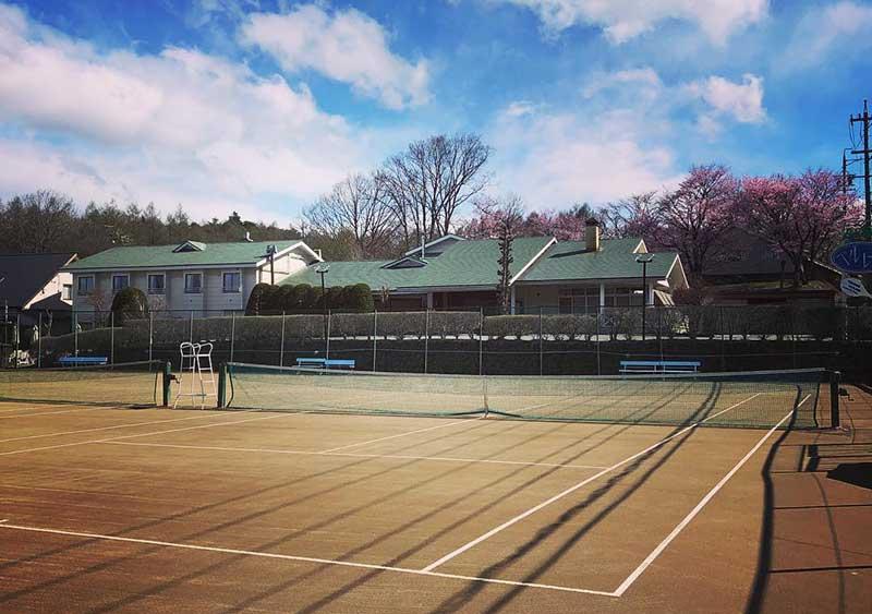 スポーツ合宿に最適軽井沢のペンション。専用テニスコート。